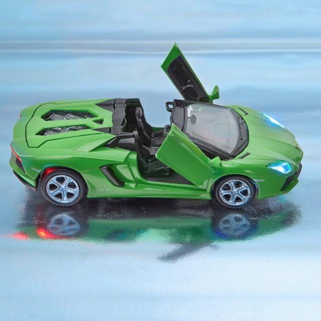 Spielfahrzeug Lamborghini Aventador LP700-4 1:32