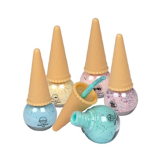 5 coni con smalti per unghie a colori pastello