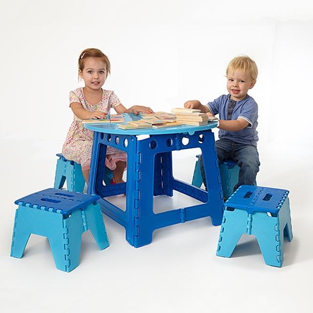 Kinderspieltisch inkl. Stühle